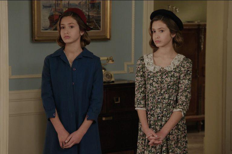 Las jóvenes Mirtha y Silvia Legrand buscan una oportunidad en el mundo del espectáculo y se mezclan en la trama de la telenovela