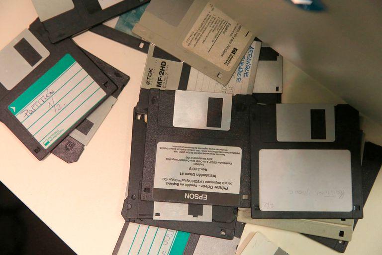 Los diskettes guardaban las fotos de los productos de Mercado Libre