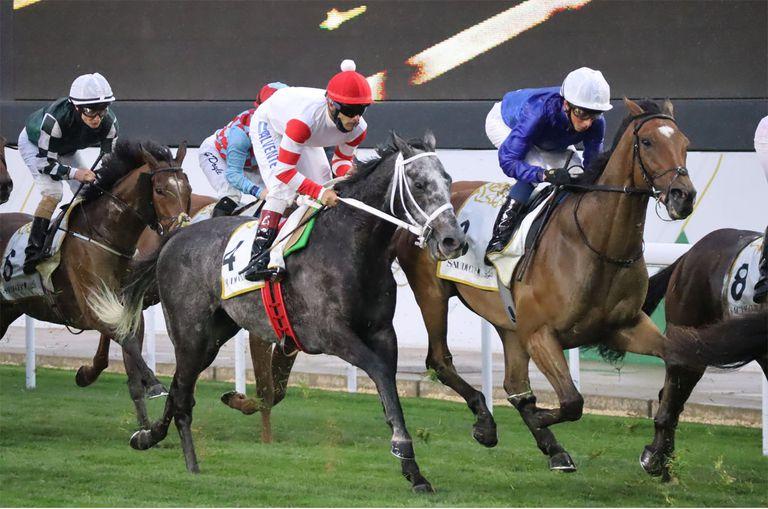 Calvente (de blanco y rojo) guía a Miriñaque en la cita internacional de Arabia Saudita.