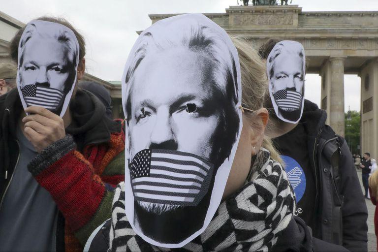 Assange le dice al tribunal británico que no quiere ser extraditado a EE.UU.