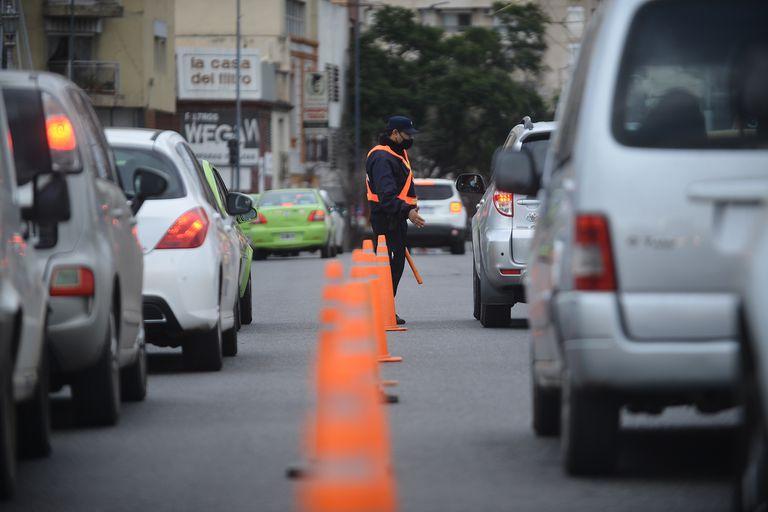 En Córdoba hubo acatamiento a las medidas vigentes en el decreto presidencial y, además, desde el lunes habrá otras restricciones para evitar una suba aún mayor de casos