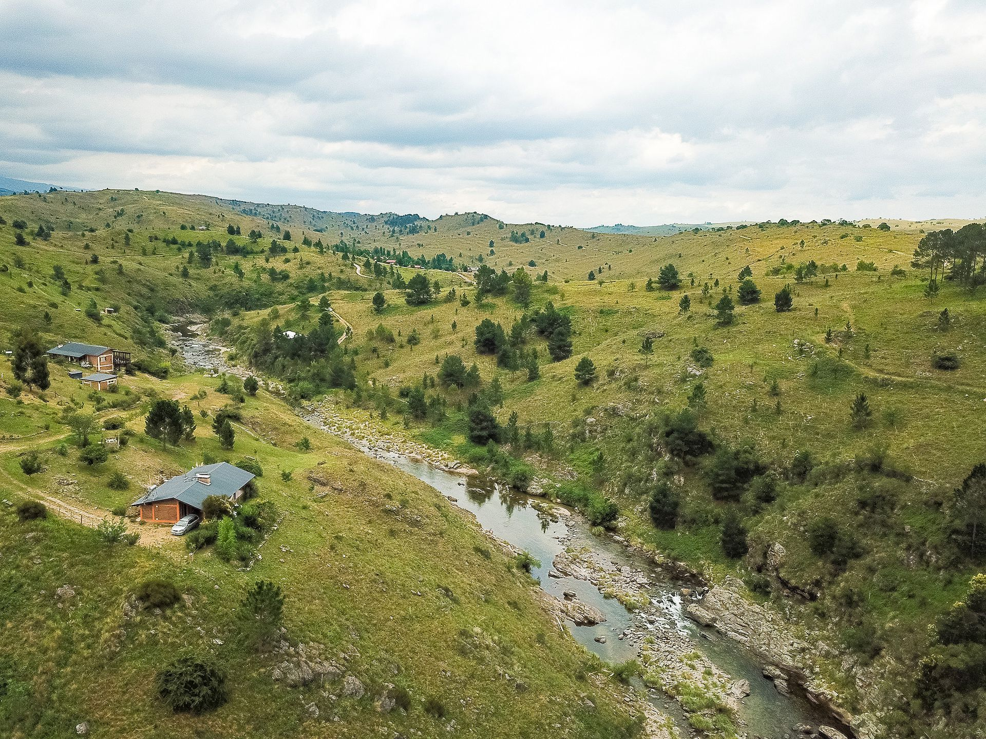 Vista aérea de las casas y vallecitos del pueblo
