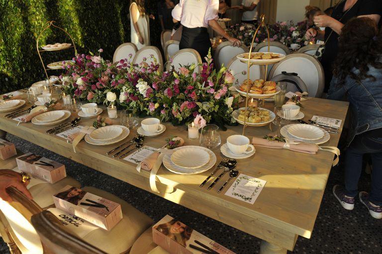 El baby shower de Pampita: a la hora del té, con amigas y exquisiteces dulces para compartir charlas con sus invitados