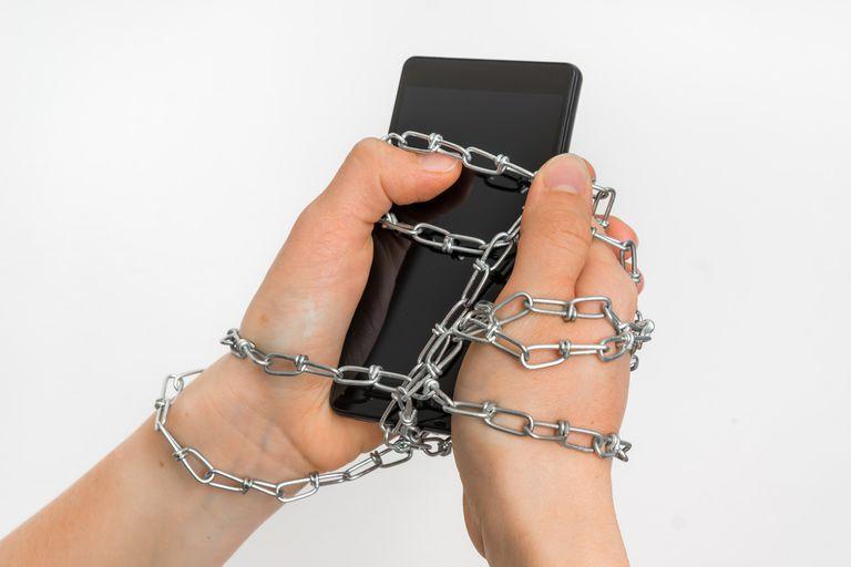 Adicta al celular. Encontró la solución al problema cuando compró el segundo