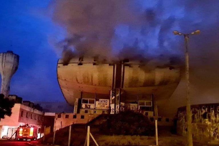 Devastador incendio en el casino de Necochea