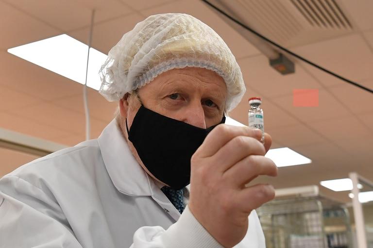 Boris Johnson quedó una vez más en el ojo de la tormenta por los efectos económicos, sociales y logísticos de la imprevista aparición de la nueva cepa del coronavirus