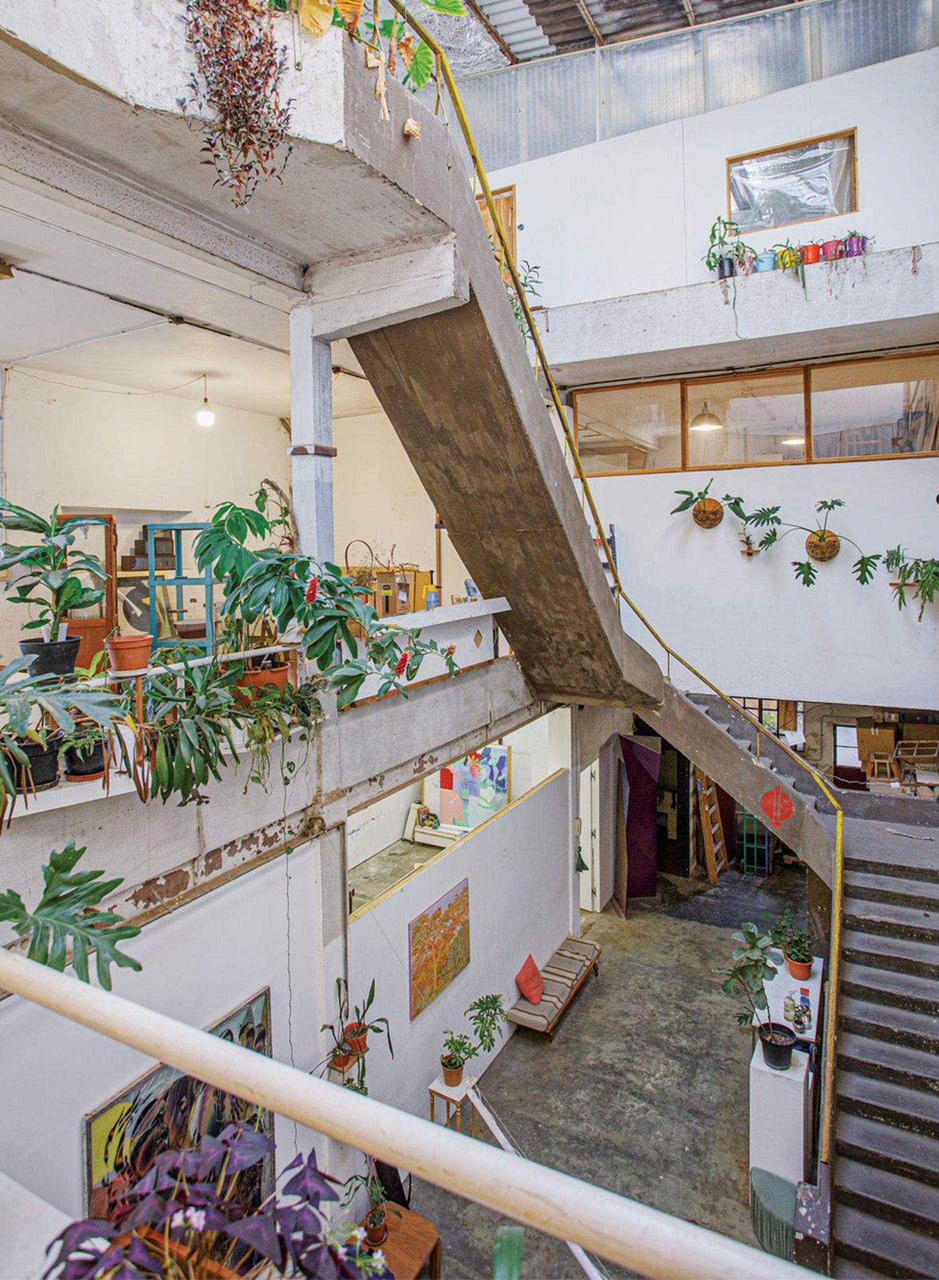 Los espacios comunes de Maturín, taller de artistas alojado en una antigua fábrica de muebles en Paternal