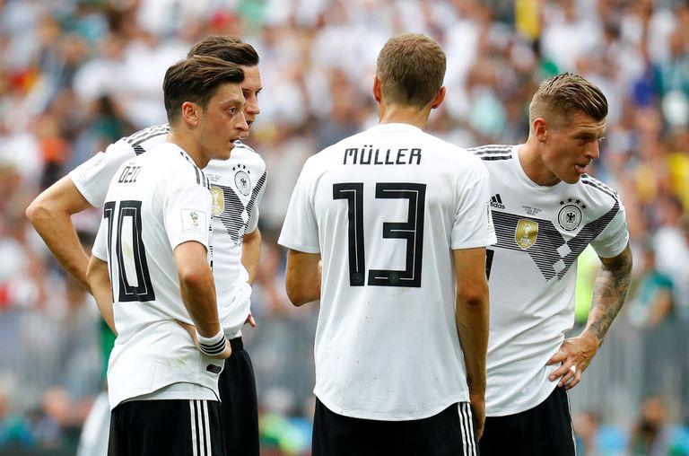 Alemania es el quinto campeón que arranca perdiendo la defensa de su título