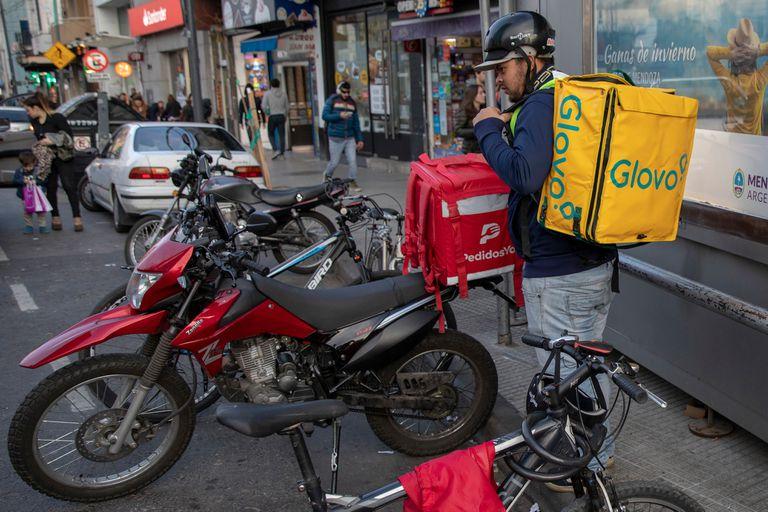 """Los repartidores buscan conquistar derechos laborales que las empresas les """"niegan"""", según denuncian"""