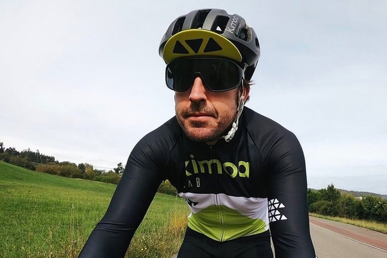 Fernando Alonso fue atropellado en Suiza mientras circulaba en bicicleta.