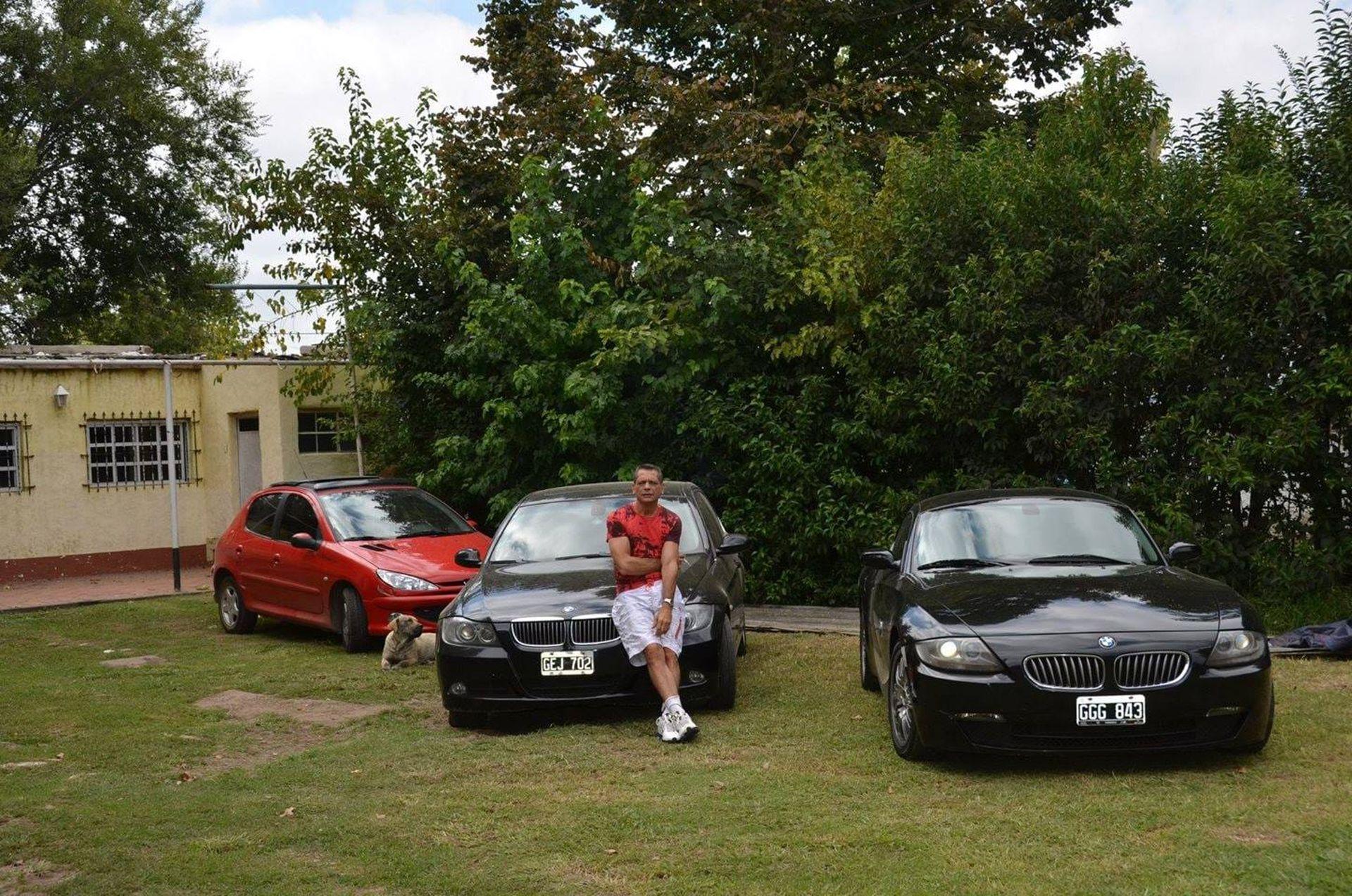 """Jorge """"Chucky"""" Giménez y una de sus posesiones más preciadas: el BMW Z4"""