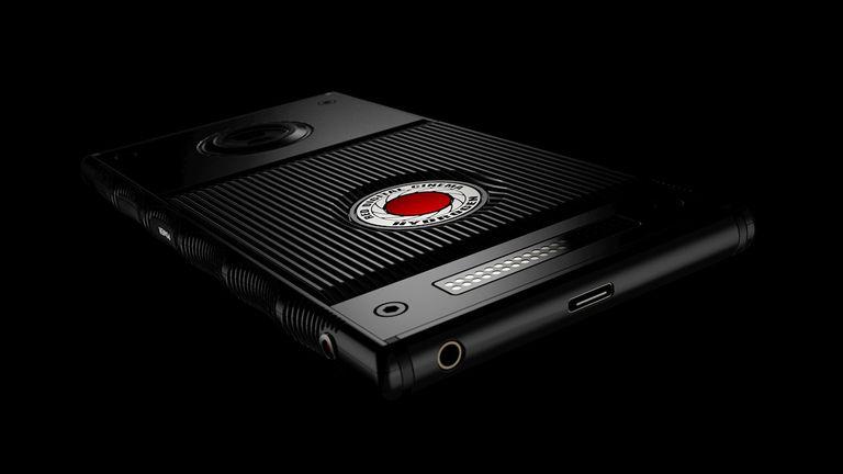 Con un precio estimado entre 1195 y 1595 dólares, el teléfono de RED promete imágenes holográficas y un sistema modular para utilizar lentes de Nikon, Canon y Fuji, entre otros fabricantes de cámaras