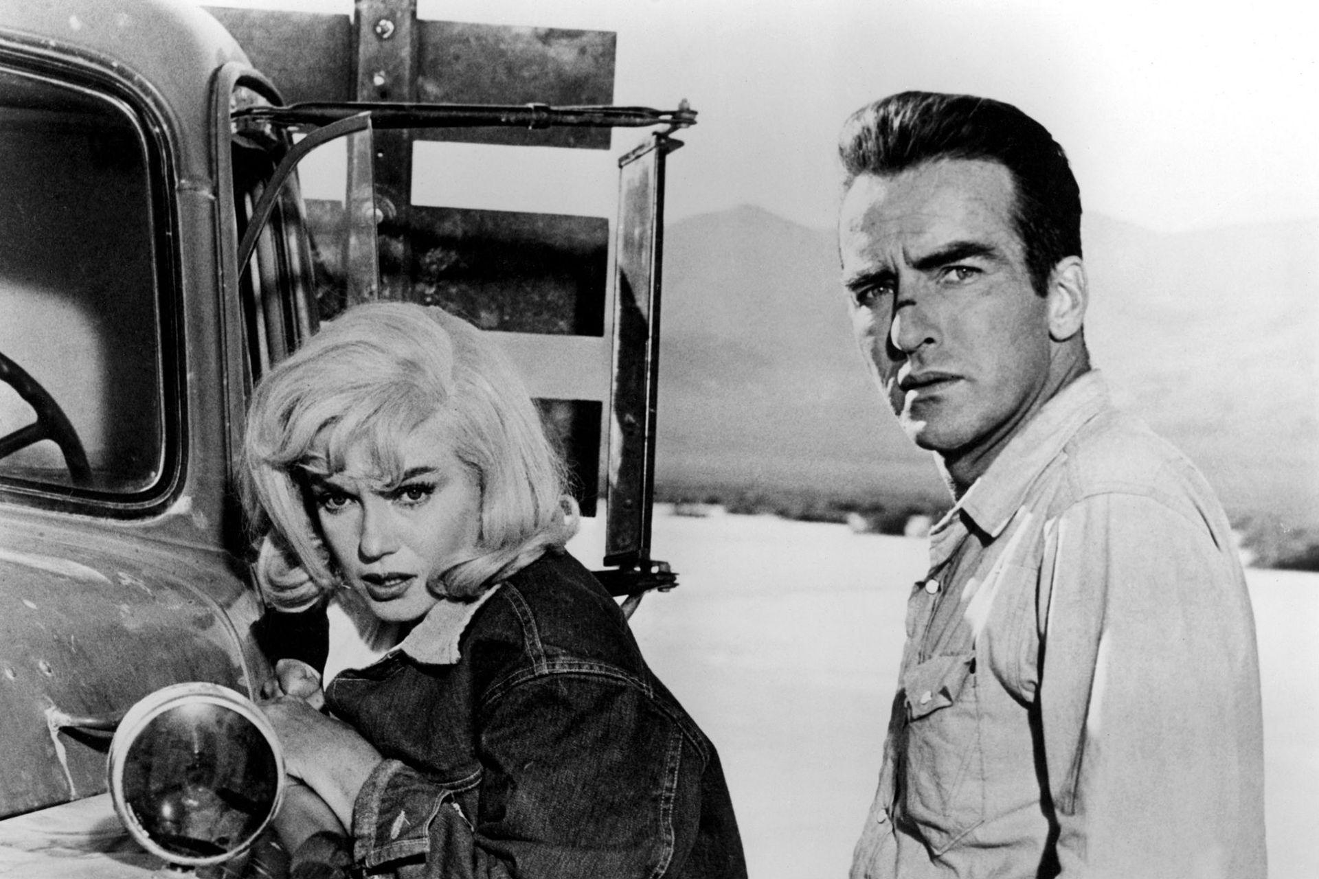 Marilyn Monroe y Montgomery Clift en una de las escenas en el desierto de Reno, Nevada.