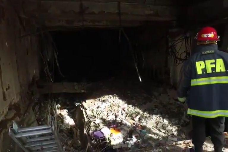 Personal de la Policía Federal Argentina y del Cuerpo de Investigadores Judiciales aseguraron el lugar para que no haya riesgo de derrumbe