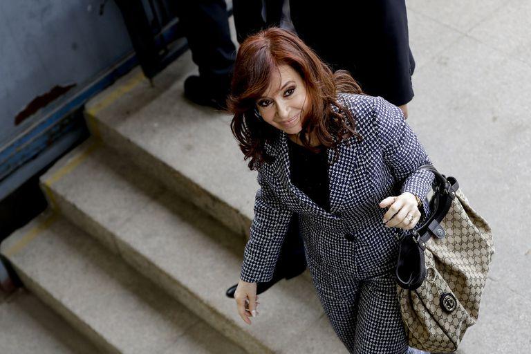 La expresidenta vuelve a los tribunales; el juez la citó por la asociación ilícita