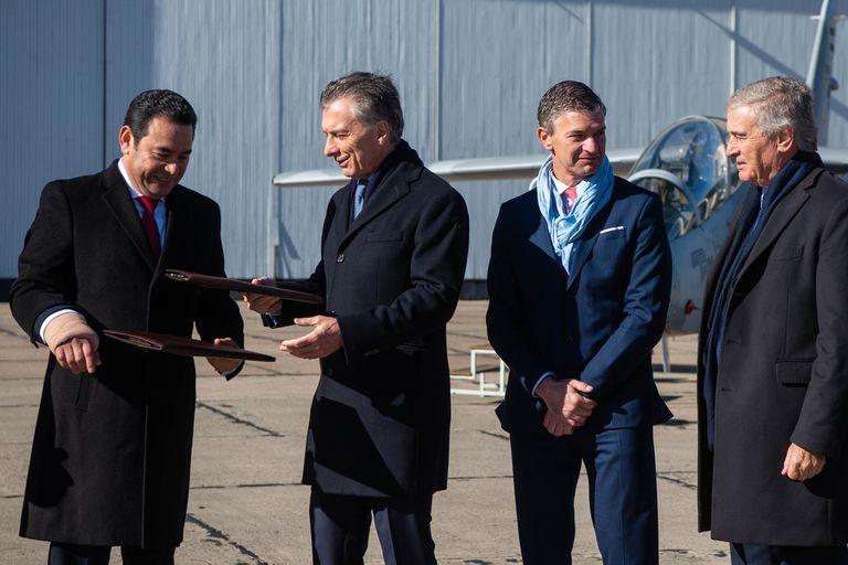El presidente de Guatemala, Jimmy Morales, junto a Mauricio Macri