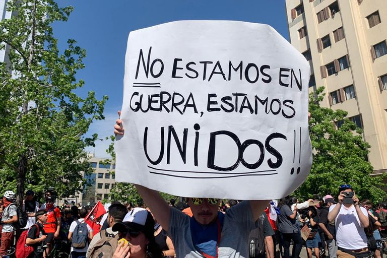 En Chile, la calle habla a través de los carteles