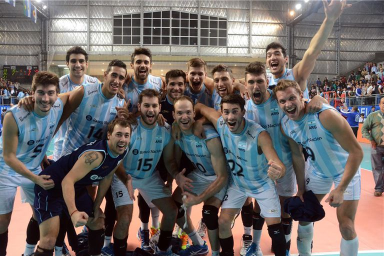 El festejo del equipo argentino tras el valioso triunfo ante Canadá