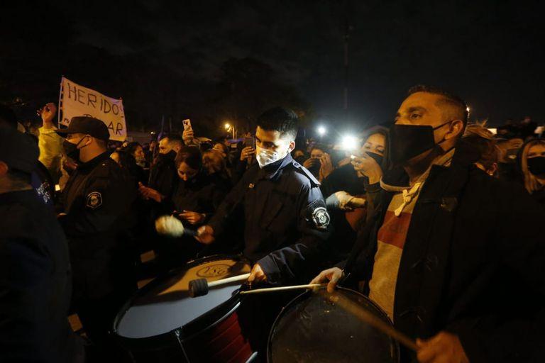 Policías bonaerenses reclaman en las calles un aumento salarial