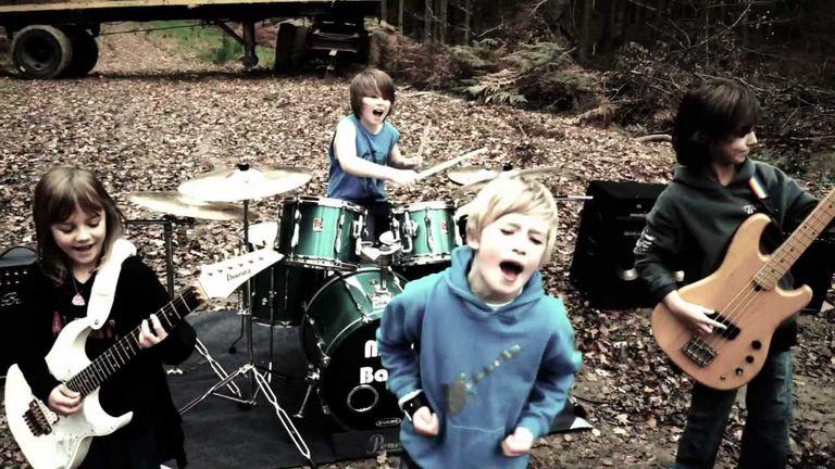 Una banda infantil grabó un impactante cover de Metallica y es furor en YouTube