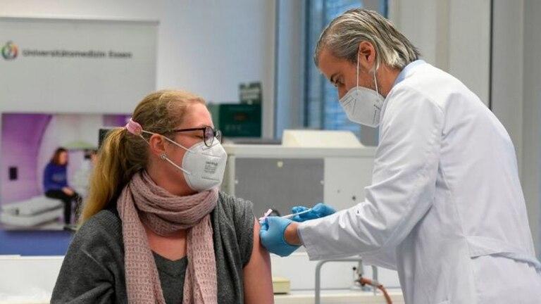 Muchos europeos han manifestado dudas respecto a las vacunas