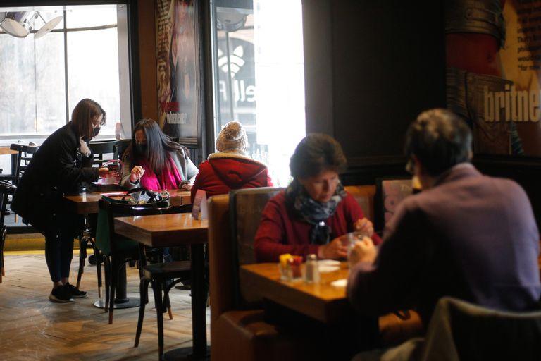 Sector en crisis: lanzan un subsidio de hasta US$5000 para bares y restaurantes