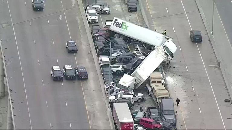 Texas: al menos cinco personas murieron en un masivo choque de 100 vehículos - Fuente: AFP