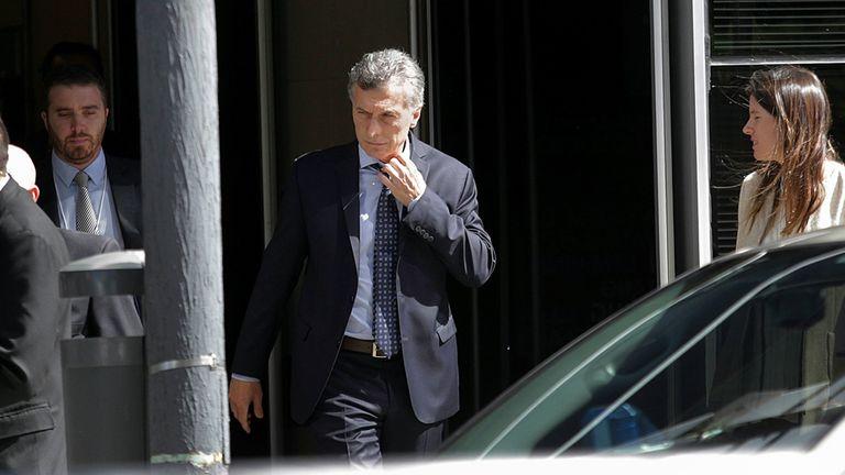 Macri al salir ayer a la mañana del Foro Económico con empresarios