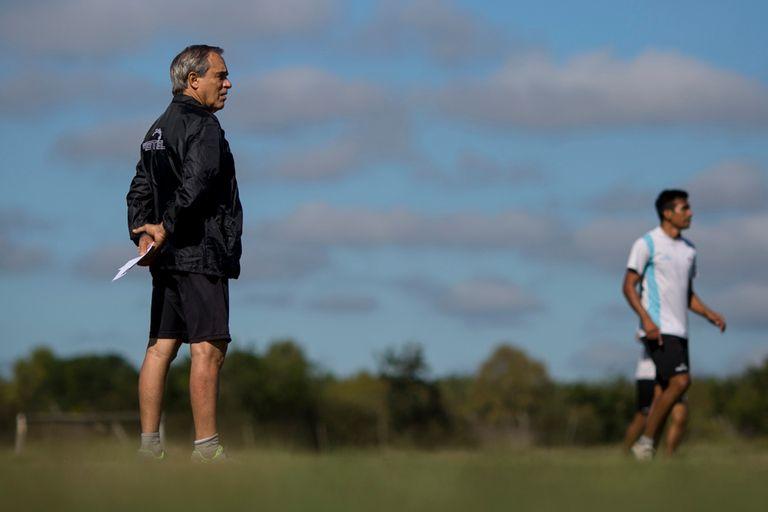 """Roberto Saporiti: """"Sigo en el fútbol para   demorar un poco la muerte"""""""