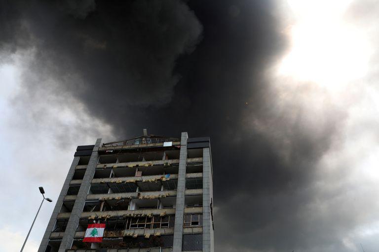 """Un vocero del Ejército indicó que se había incendiado un """"almacén de aceite y neumáticos"""" en la zona y que estaban ya trabajando para extinguir las llamas"""