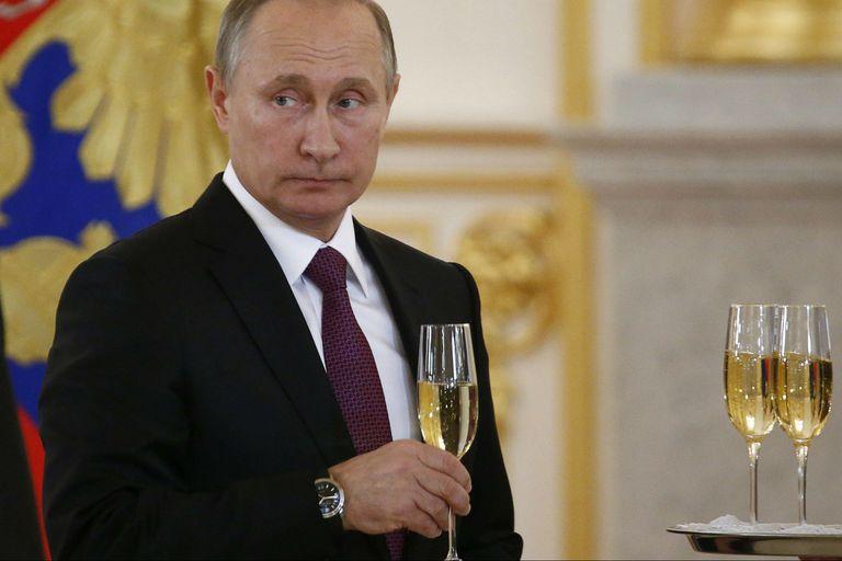 El presidente ruso, Vladimir Putin, asiste a una ceremonia de presentación de credenciales diplomáticas en el Kremlin, en Moscú el 9 de noviembre de 2016