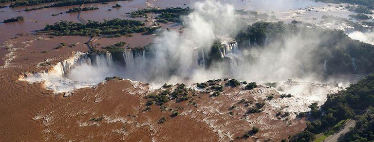 En fotos. Impactantes imágenes del caudal de las Cataratas del Iguazú