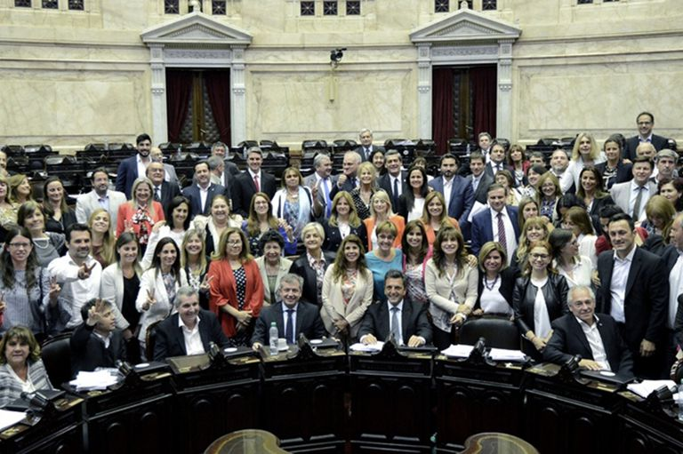 La Cámara de Diputados aprobó la ley de paridad de género el 23 de noviembre de 2017, por 165 votos contra 4