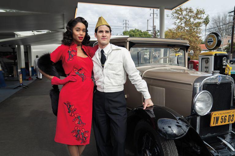 Laura Harrier y Darren Criss en el Los Ángeles de los años cuarenta.