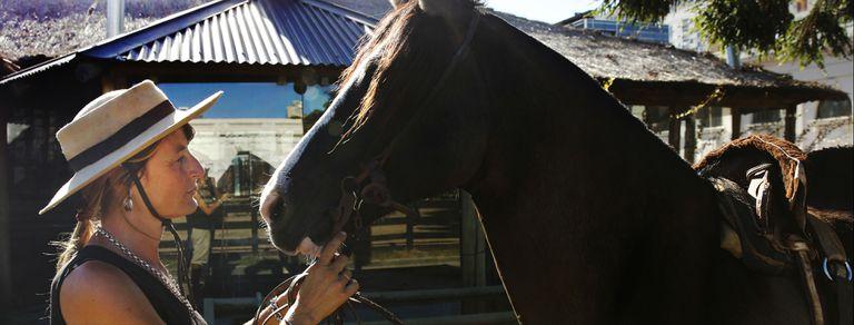 """""""Los caballos me salvaron la vida"""": la jineta con cáncer que monta para curarse"""