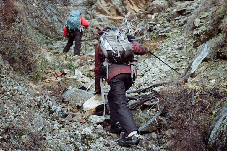 Buscaron pistas, llegaron al campo de la familia Ruiz donde está el cerro Paleta y, con ayuda de personas que se sumaron en el camino, emprendieron el ascenso