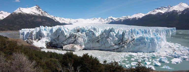 Empezó un inusual proceso de ruptura del Perito Moreno