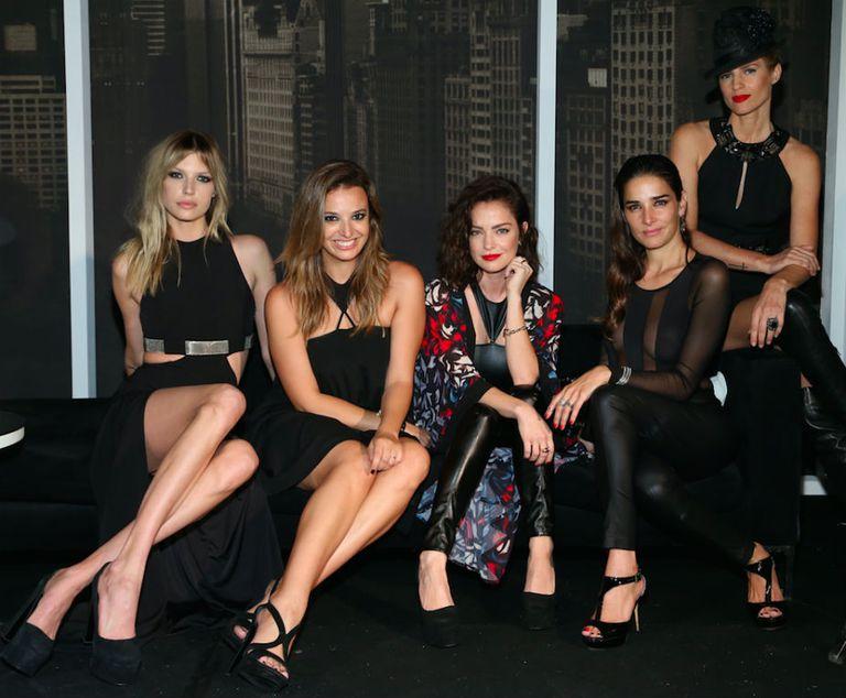 Chloé Bello, Naíma, Dolores Fonzi, Juana Viale y Daniela Urzi.